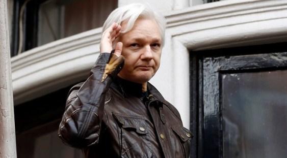 VIDEO   Fondatorul Wikileaks Julian Assange a fost arestat în Ambasada Ecuadorului din Londra