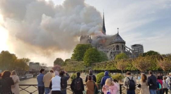 VIDEO | Incendiu puternic la Catedrala Notre Dame din Paris