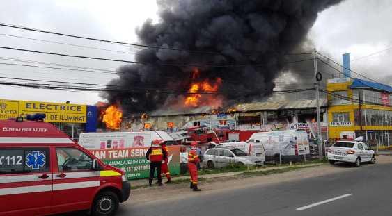 VIDEO | Incendiu uriaș la un mare centru comercial de lângă București