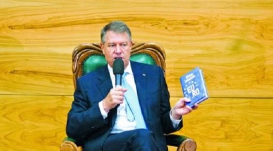 """Preşedintele Klaus Iohannis deschide prima zi de Bookfest prin lansarea cărţii """"EU.RO – Un dialog deschis despre Europa"""""""