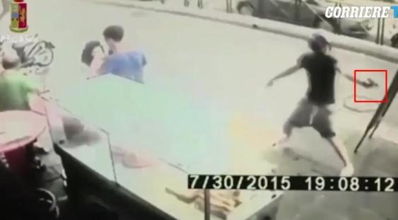 Copiii asasini crescuți de Mafie terorizează Italia. Și copii români au aderat la fenomenul Baby Gang