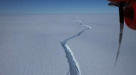 Un iceberg cât Los Angeles s-a desprins de Antarctica