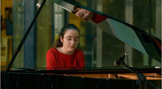 """Pianista Eva Garet, câștigătoare a Concursului Internațional """"Vladimir Krainev"""" de la Moscova"""