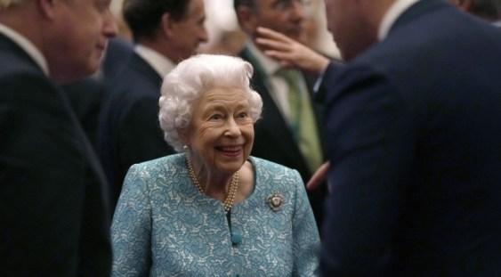 Regina Elisabeta a II-a a Marii Britanii a fost internată în spital în noaptea de miercuri spre joi