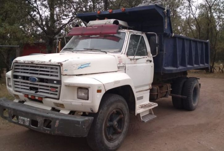 Camion Ford 700 (1)