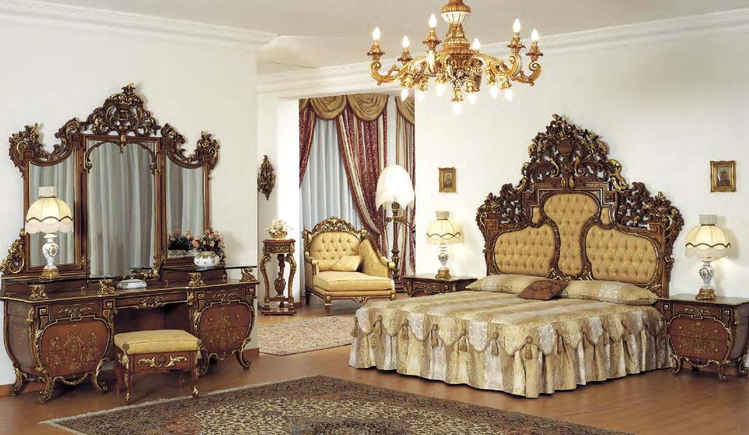 Top Crown BedroomTop and Best Italian Classic Furniture
