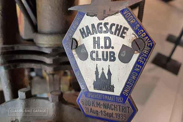 Trofee plaatje Haagse H.D. club in Louwman museum