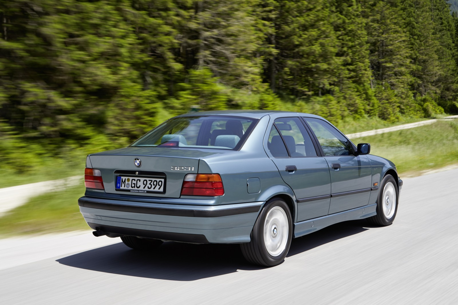 hight resolution of bmw 3 series history 40 years 79