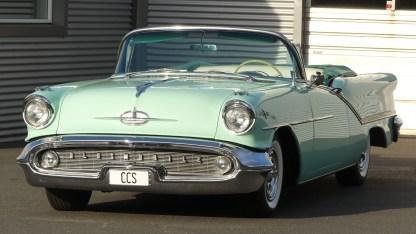 OLDSMOBILE 1957 98 Cab (3)