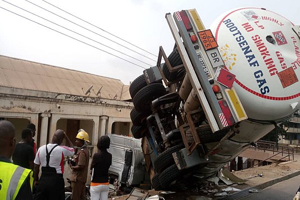 Kumasi: LPG Tanker Crashes Into Building