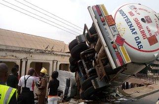 Kumasi: LPG Tanker Crashes Into Building