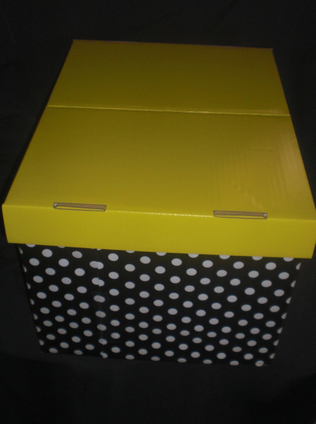 I've even given myself a color code - yellow. My box is wrapped opposite of their, since the lid was already yellow, I wrapped the body of the box in the polka dot paper which I adore.