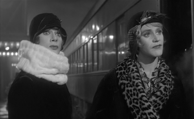 Tony Curtis and Jack Lemmon in Some Like It Hot, Billy Wilder, Classic Movies