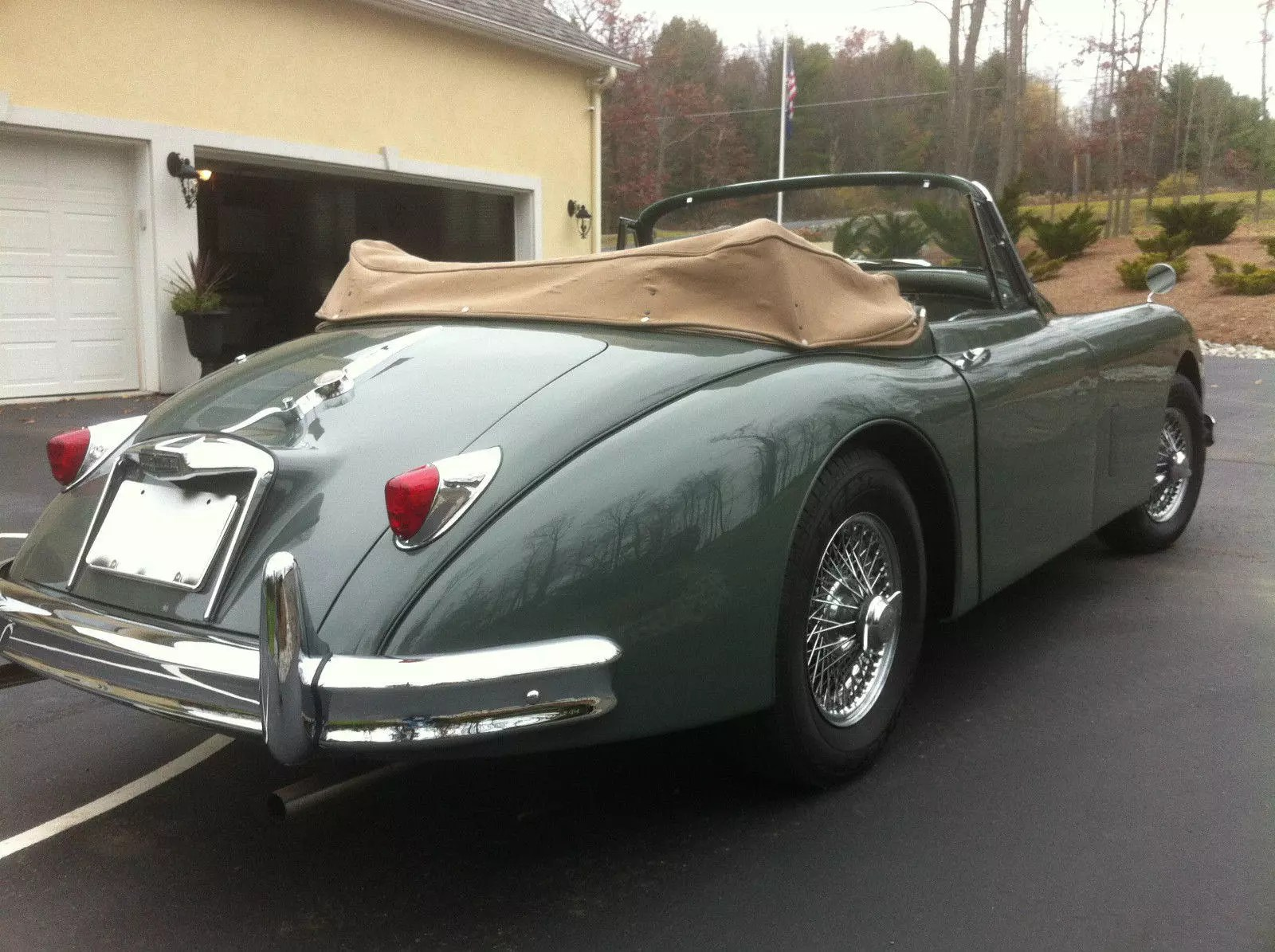 hight resolution of the 1958 xk150 came with two engines the dohc jaguar straight 6 rated at 180 sae bhp at 5750 rpm was the early production engine later most were running