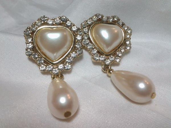 Vintage Gold Richelieu Pearl Bead Heart Tear Drop