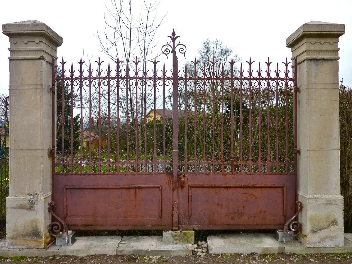 Portail ancien Piliers en pierre  Pierre et fer forg  XIXe S  PF408