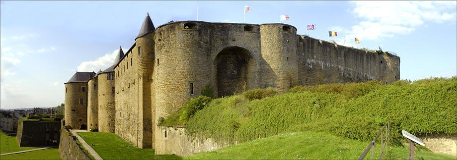 Entrée du chateau-fort de Sedan ( Ardennes )