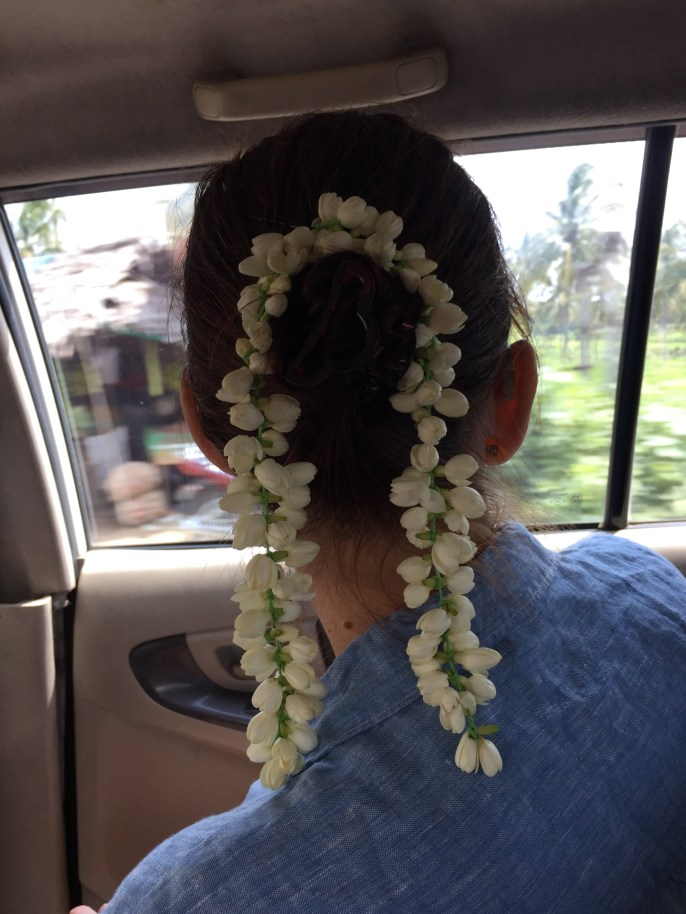 farewell hairdo with jasmin flowers, really fragrant!