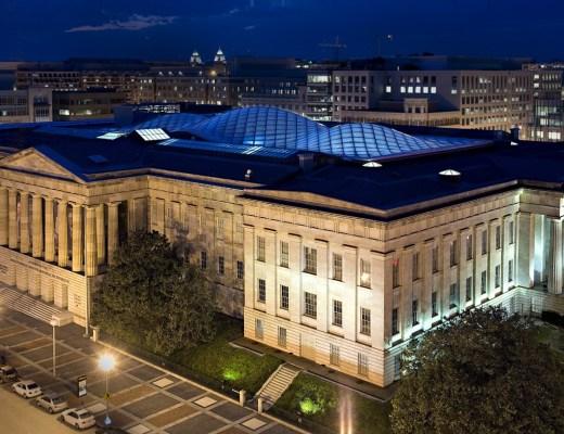 Prédio do Smithsonian Institute com sua edificação clássica, retilinea, comum nos prédio de Washington DC