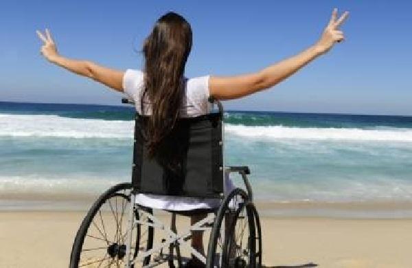 mulher_cadeira_rodas_praia_claudiamatarazzo