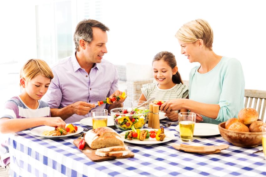 Como ensinar crian as a comer bem mesa claudia matarazzo for Mesa comer
