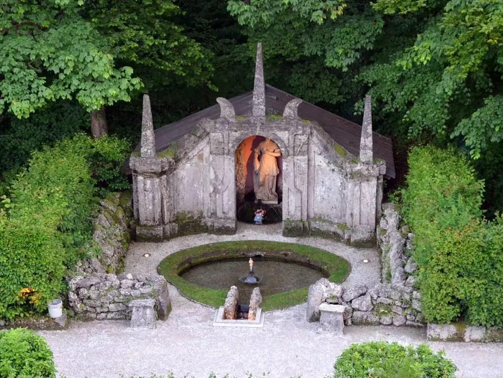 Die Wasserspiele in Hellbrunn, ein Instawalk am Abend