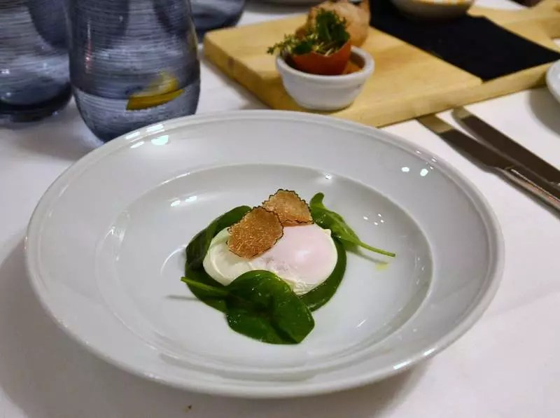 Ei mit Spiant und Trüffel im Gasthaus Goldgasse