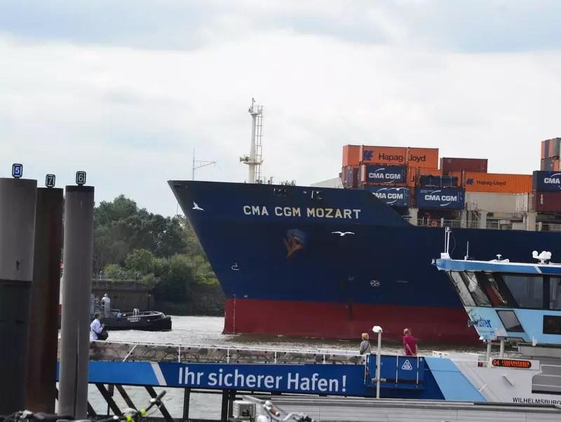 Elbe Containerschiff