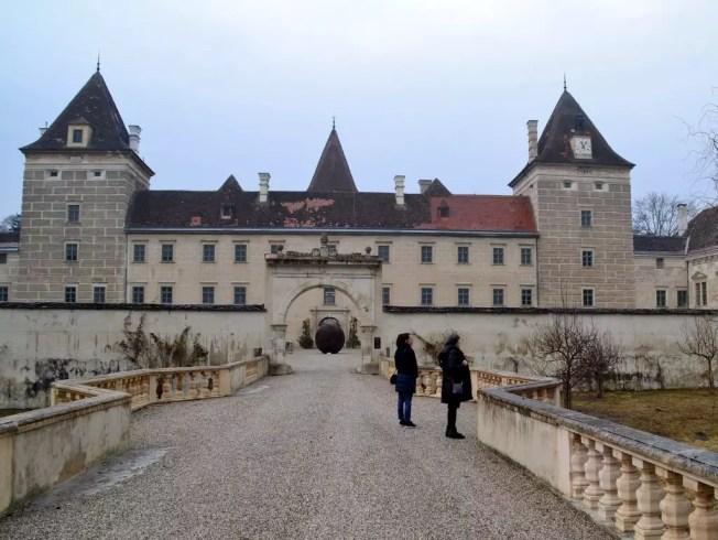 Schloss Walpersdorf; ausgewählte Möbel und wunderbares Essen im Balthasar