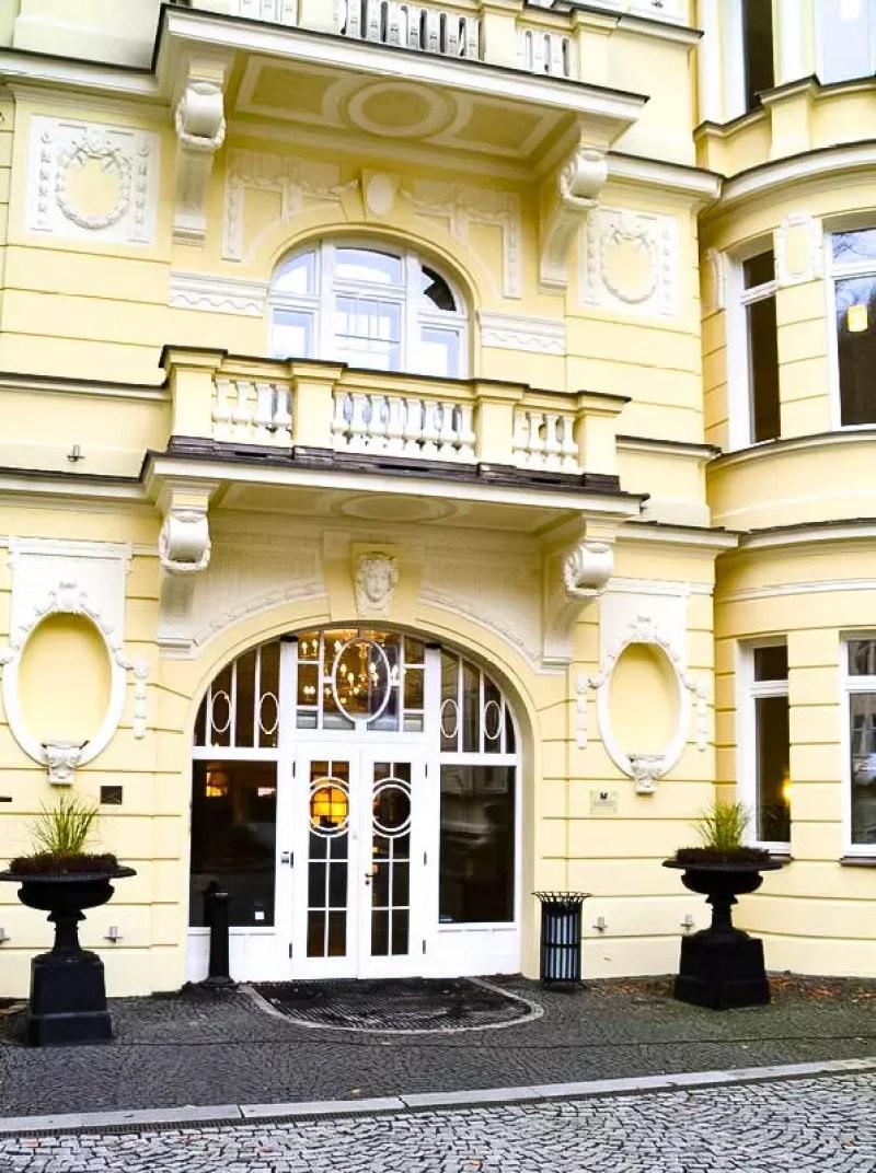 Auffahrt um Hotel Falkensteiner in Marienbad