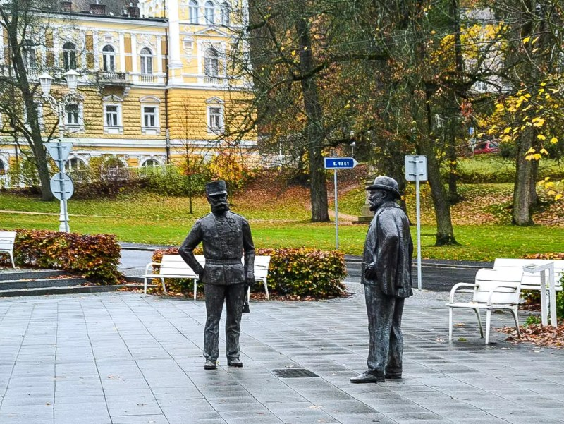 Statuen Franz Josef und Edward im Kurpark Marienbad