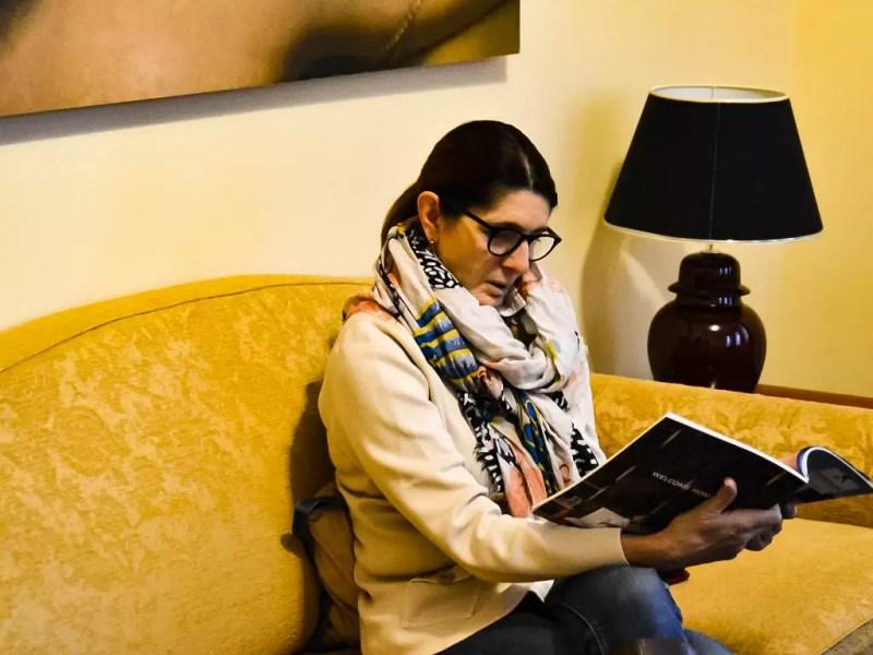 Couch im Wohnzimmer Hotel Falkensteiner