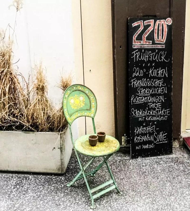 Eingan zum Café 220 Grad in Salzburg