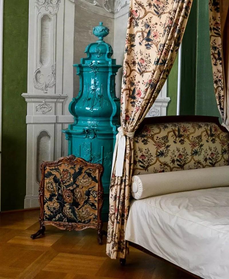 Kachelofen im Schlafzimmer in Schloss Tettnang