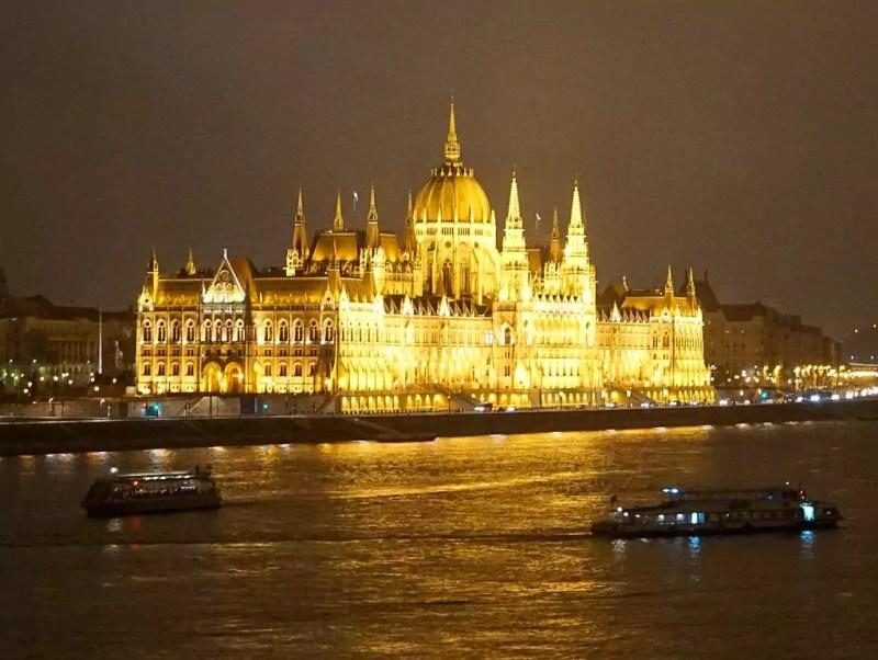 Parlament bei Nacht Budapest