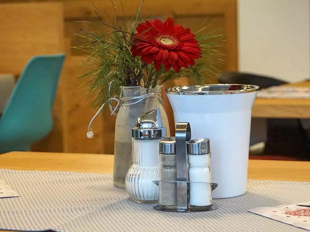 Fruhstuckskaffeehaus Im Hotel Garni Frauenschuh In Der Moosstrasse