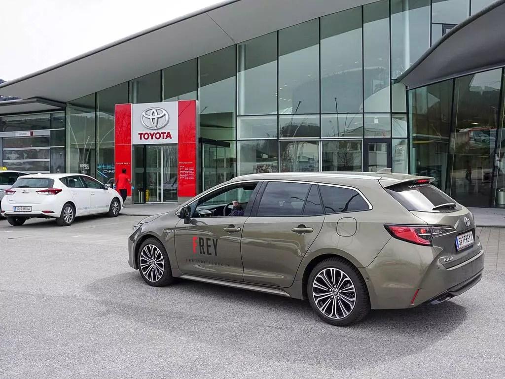 Toyota Corolla Touring Sports Style Seitenansicht