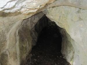 Frate Leone la sua grotta presso l'eremo delle carceri