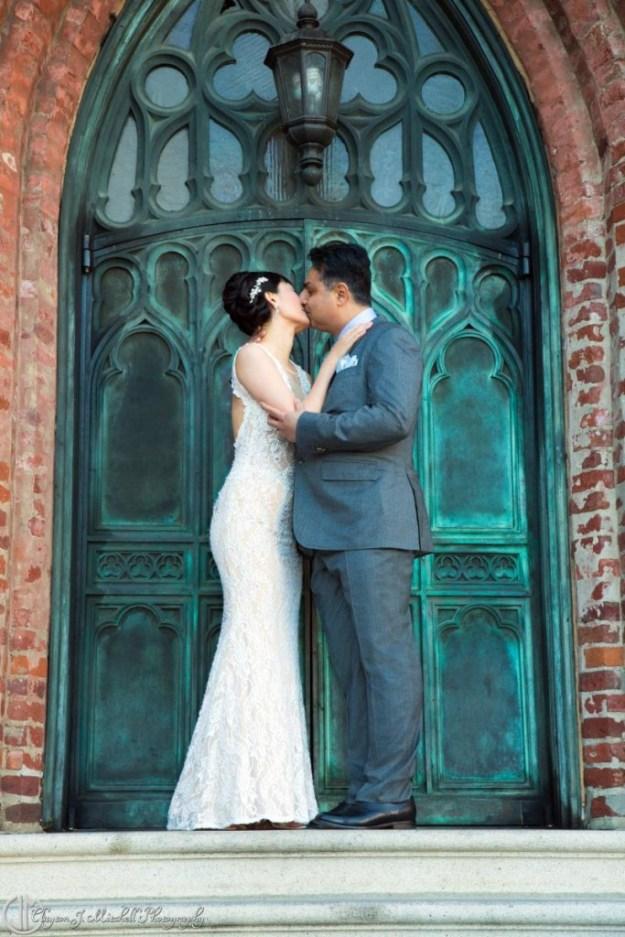 bridal-wedding-kiss-photograpg