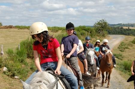 Les premières ballades à cheval sur les monts du Cantal