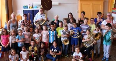 Les écoliers découvrent les instruments de l'harmonie