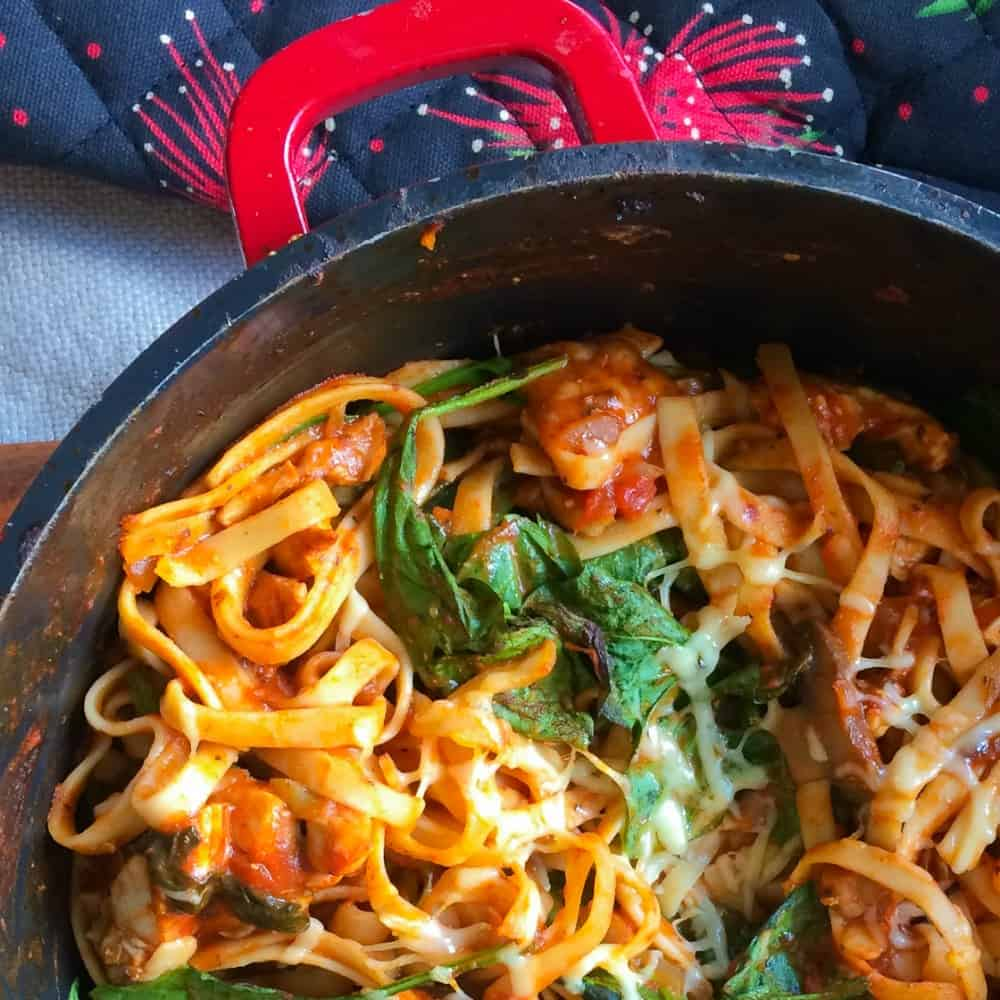 12 delicious family friendly recipes with you that all have one humble ingredient in common – a jar of pasta sauce