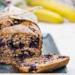 Healthy, Clean Eating Blueberry Banana Bread #cleaneating #bananabread