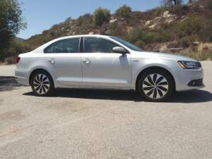 Comparison Road Test: 2013 Volkswagen Jetta Hybrid vs. 2013 Jetta TDI