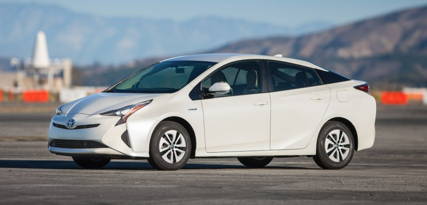 first drive 2016 toyota prius clean fleet report. Black Bedroom Furniture Sets. Home Design Ideas