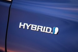 2016 Toyota CAMRY HYBRID,badge,mpg