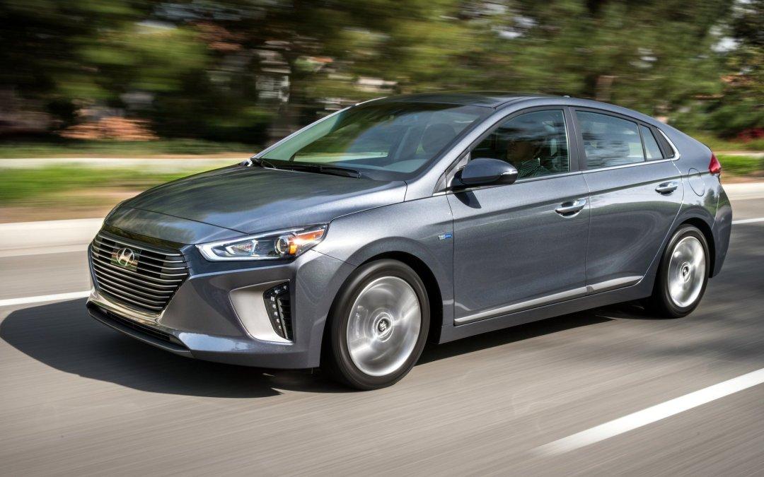 News: 2017 Hyundai Ioniq Hybrid Becomes Fuel Economy Leader