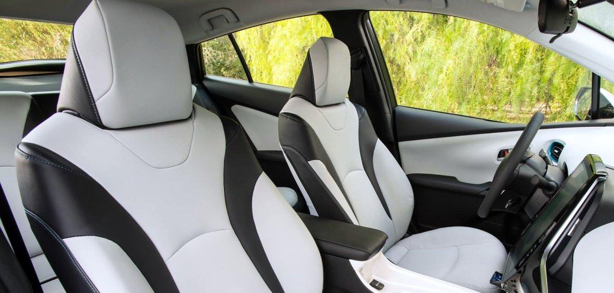 2017 Toyota Prius Prime, seats