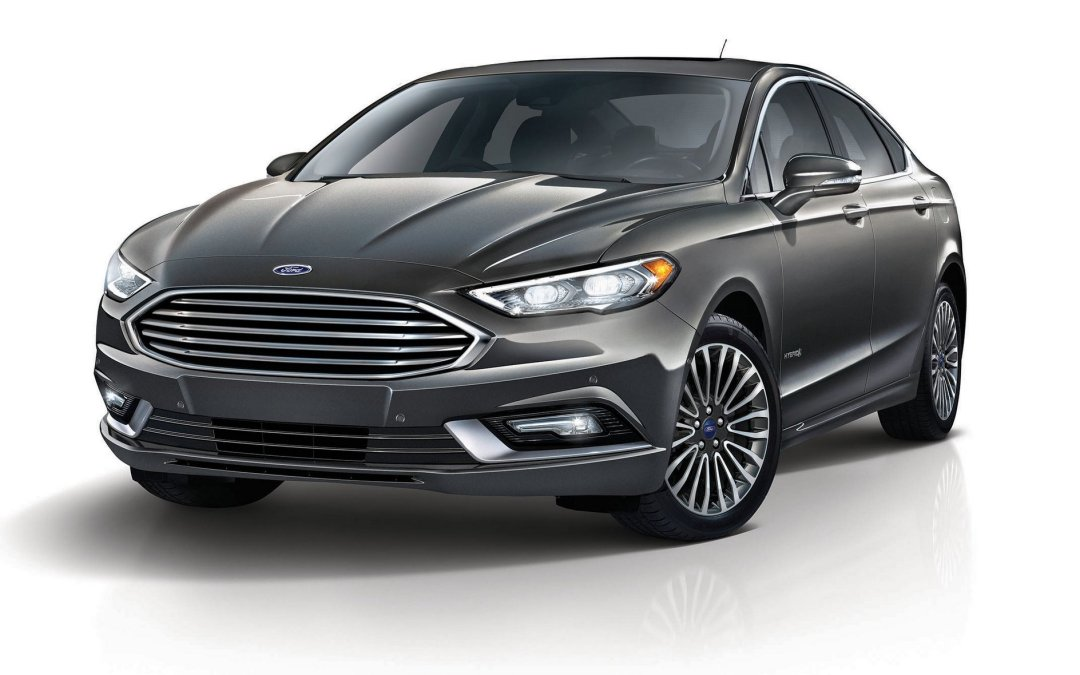 Comparison Test: 2017 Ford Fusion Hybrid and Energi