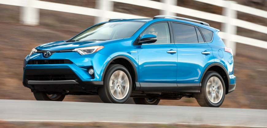 road test 2017 toyota rav4 hybrid se clean fleet report. Black Bedroom Furniture Sets. Home Design Ideas